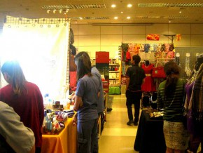 A Glimpse of Glam & Gold: SEA Xmas Bazaar