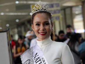 Filipina wins as Mrs. Grandma Universal 2016