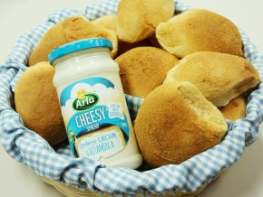 5 Reasons why Arla Cheesy spread is your perfect merienda partner