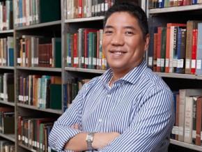 Filipino historian Ambeth Ocampo wins prestigious award in Japan