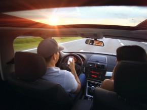 Senate approves bill prohibiting use of phones while driving