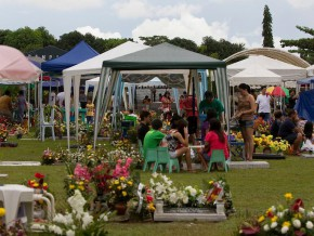 A Survival Guide to Philippine Cemeteries during All Souls' and All Saints' Day