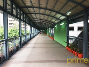 Makati's walkway to provide a safer walk for the pedestrians