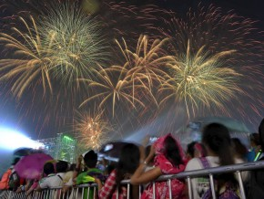 12 New Year's Traditions and Superstitions in the Philippines