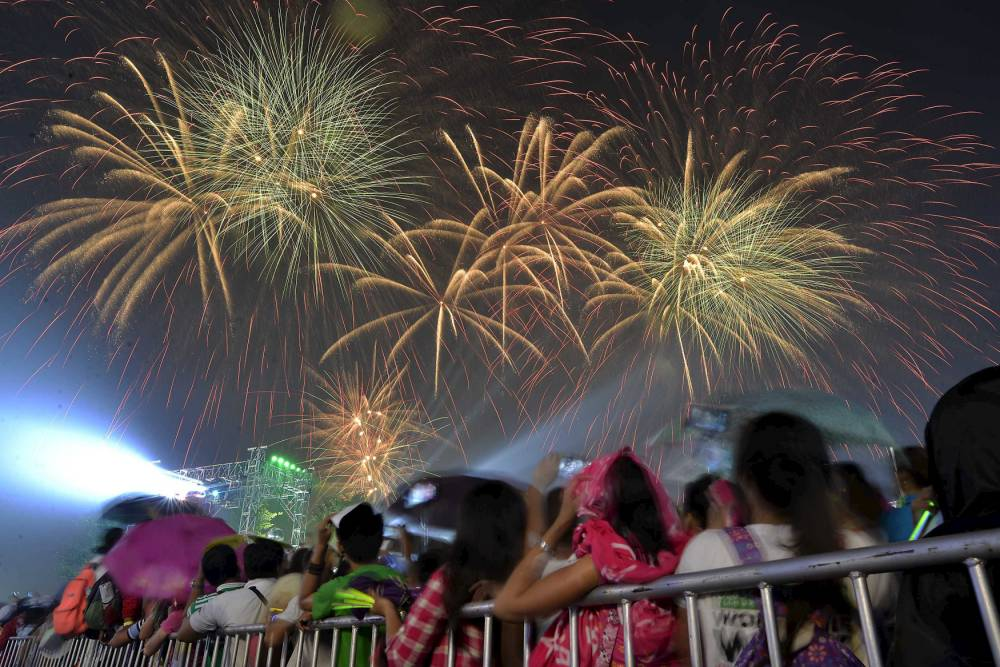 12 New Year's Traditions and Superstitions in the Philippines ...