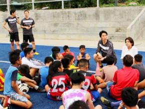 J. League team Shonan Bellmare holds football clinics in the Philippines