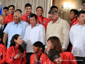 Duterte hands out cash incentives to SEA Games medalists