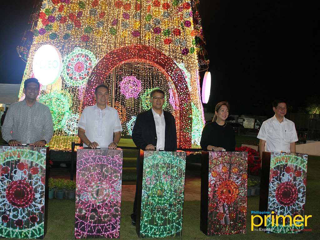 Christmas Lights Illuminates Gigantic Tree At Circuit Makati Series The Lighting Of 56 Foot Tall In Was Something People Look Forward To For This Year Ceremony