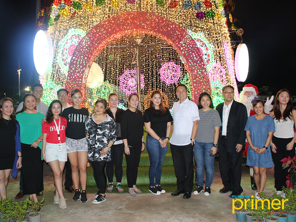Christmas Lights Illuminates Gigantic Tree At Circuit Makati Series The Is Adorned With About 250000 Dazzling That Follow A Distinctive Pattern Of Native Filipino Weaves Present In Different Regions