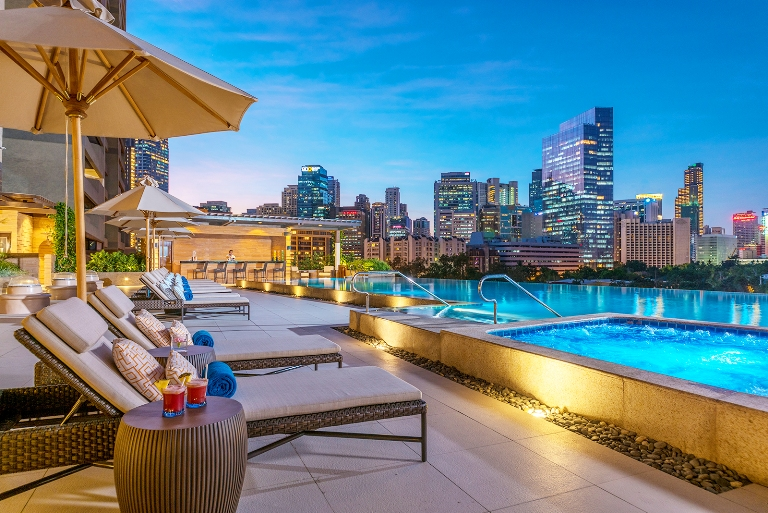Hotels where you can spend new year s eve philippine primer for Hotel with swimming pool in manila