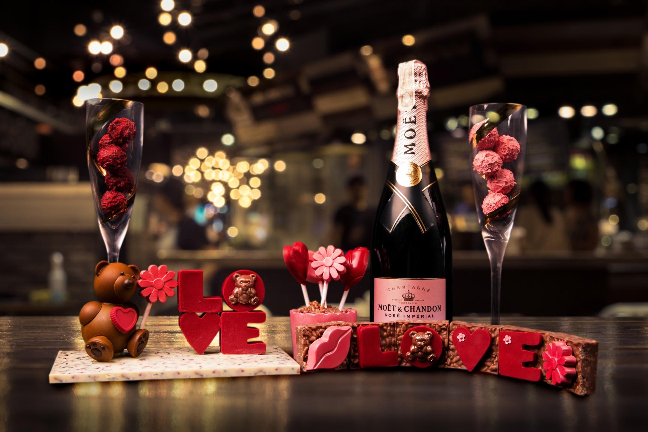 Valentine S Day Romance At City Of Dreams Manila Philippine Primer