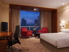 Explore the city with comfort at AG New World Manila Bay Hotel