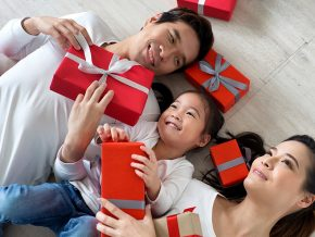 PROMO: Hong Kong Getaway, Holiday Feasts, and More at New World Makati Hotel