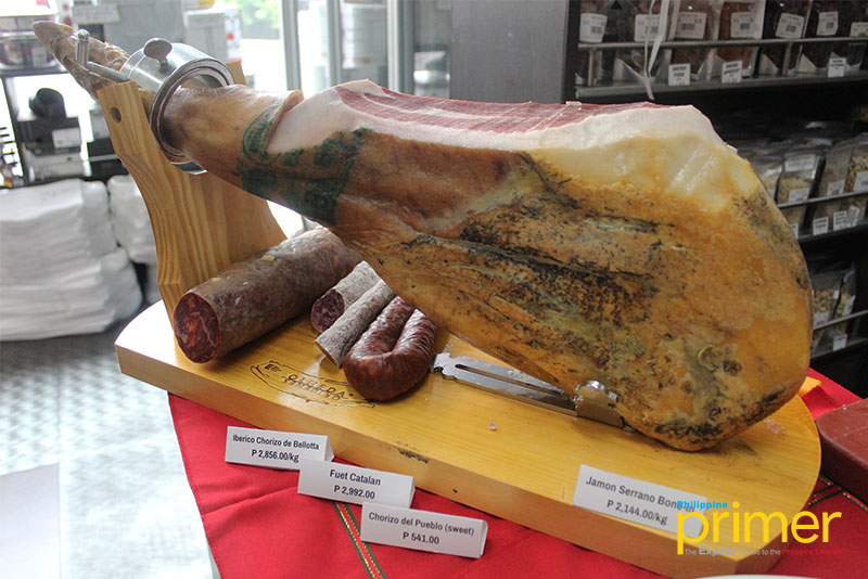 Säntis Delicatessen Holds In-Store Food and Wine Tasting