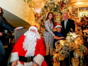 Marriott Hotel Manila Officially Welcomes the Festive Season with Tree Lighting