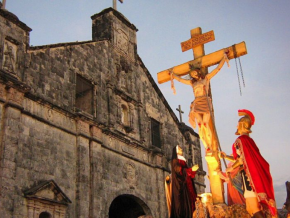 Holy Week 2020: Online Masses and Services to Celebrate at Home
