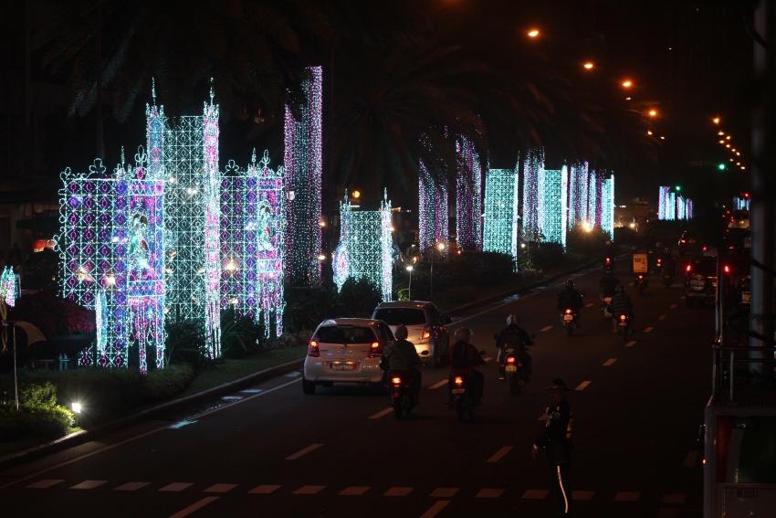 makati-streetlights-3