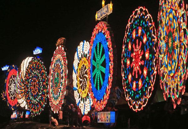 Christmas Lights In Pampanga.Pampanga Giant Lantern Festival 2017 Philippine Primer