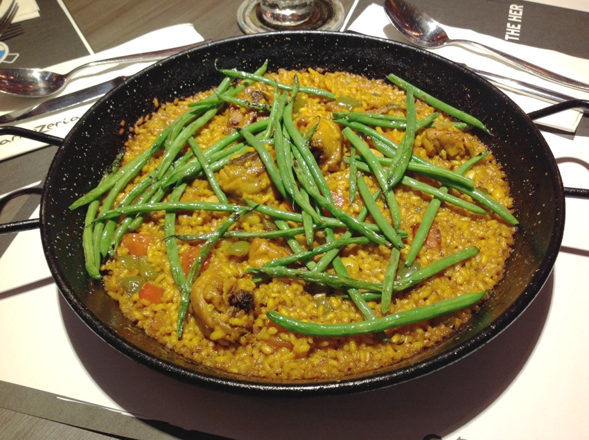 PHOTO 6 Paella Valenciana (P 590 for 2 to 3, P1, 130 for 4 to 5, P1, 720 for 6 to 8)