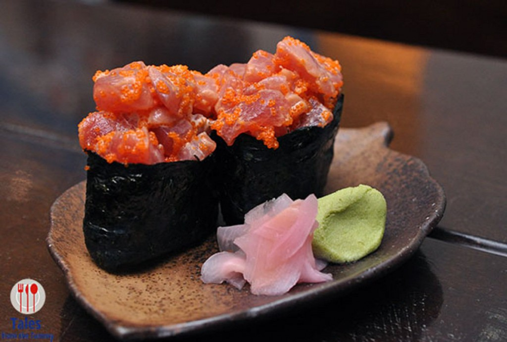 spicy salmon gunkan