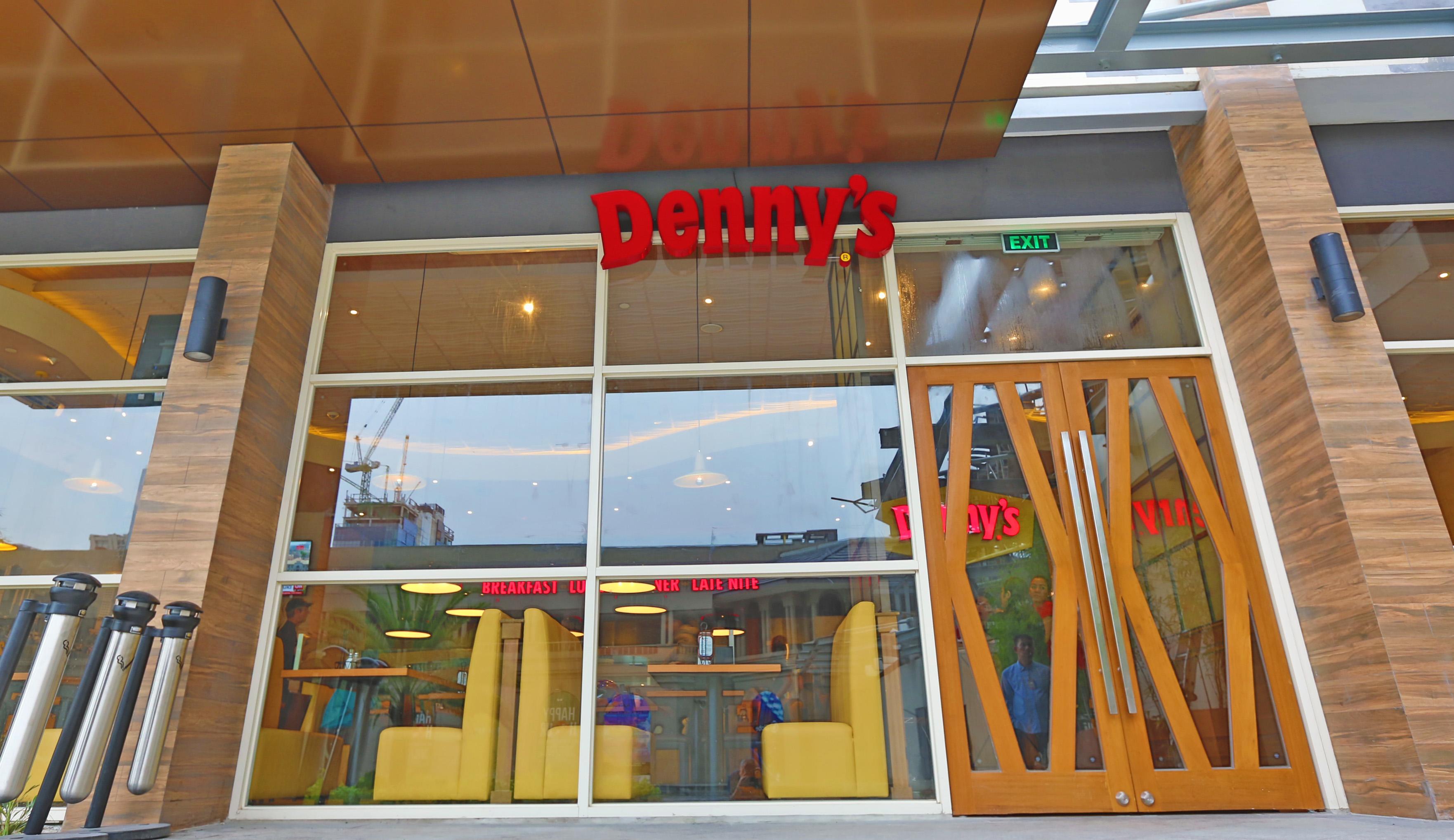 dennys-is-always-open-24-7