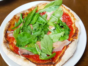 Peperosso in Burgos Circle: Serving Delizioso Neapolitan Pizzas