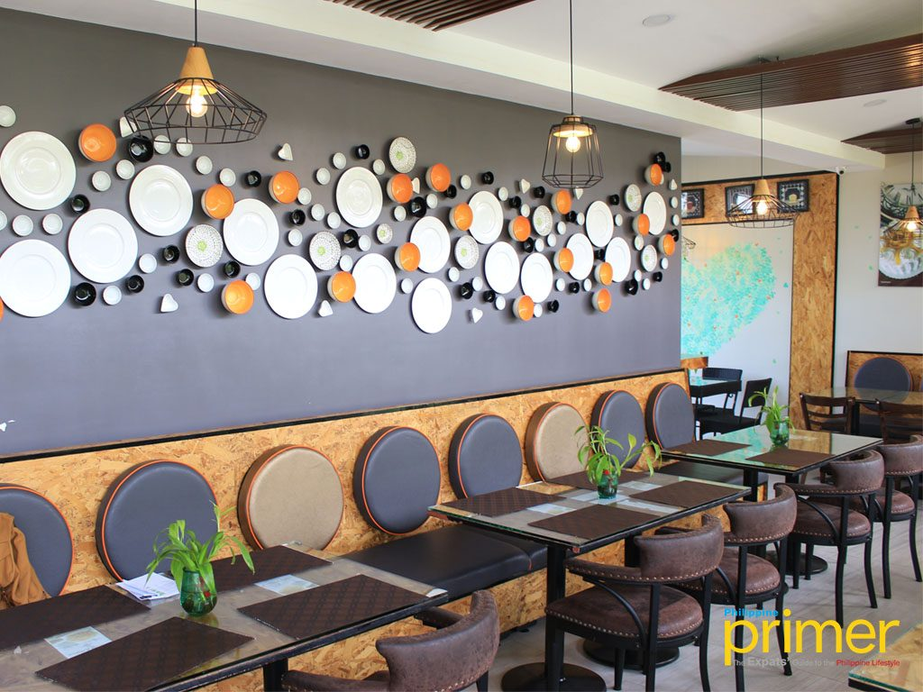 1028 Kitchen Places Interior With Wall Decor Of Plates And Saucers Representing The Concept Restaurant Home