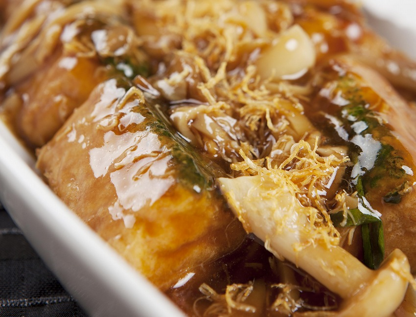 Braised_home-made_spinach_tofu_with_shimeji_mushrooms_and_golden_dried_scallops