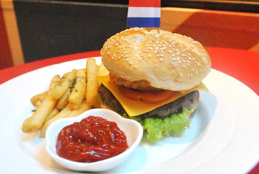 the eatles_classic burger