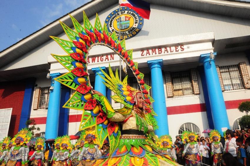 Dinamulag_Festival_Street_Dancing