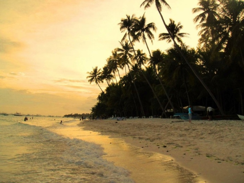 Alona_Beach,_Bohol resized