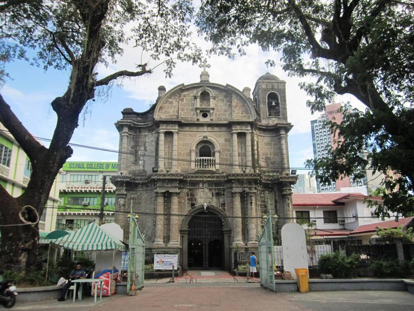 View_of_Poblacion_church_from_Plaza_Cristo_Rey