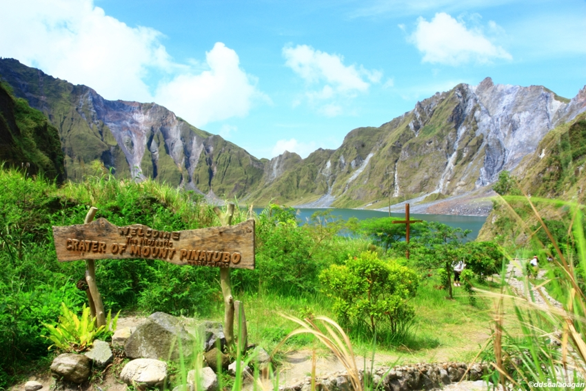 Mt_pinatubo_crater