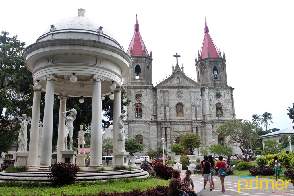 03eb5c39378 Molo Church, also known as Saint Anne's Parish, would be a good starting  point for your church-hopping. It is considered as one of the most  beautiful ...