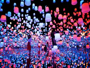 teamLab Borderless in Odaiba, Tokyo: Transcending Boundaries Through Interactive Digital Art