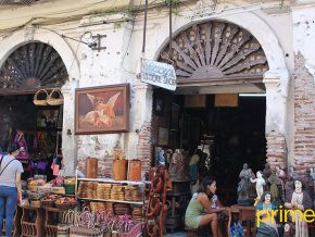VIGAN TRAVEL: Lucy's Antique Shop Sells Fancy Souvenirs